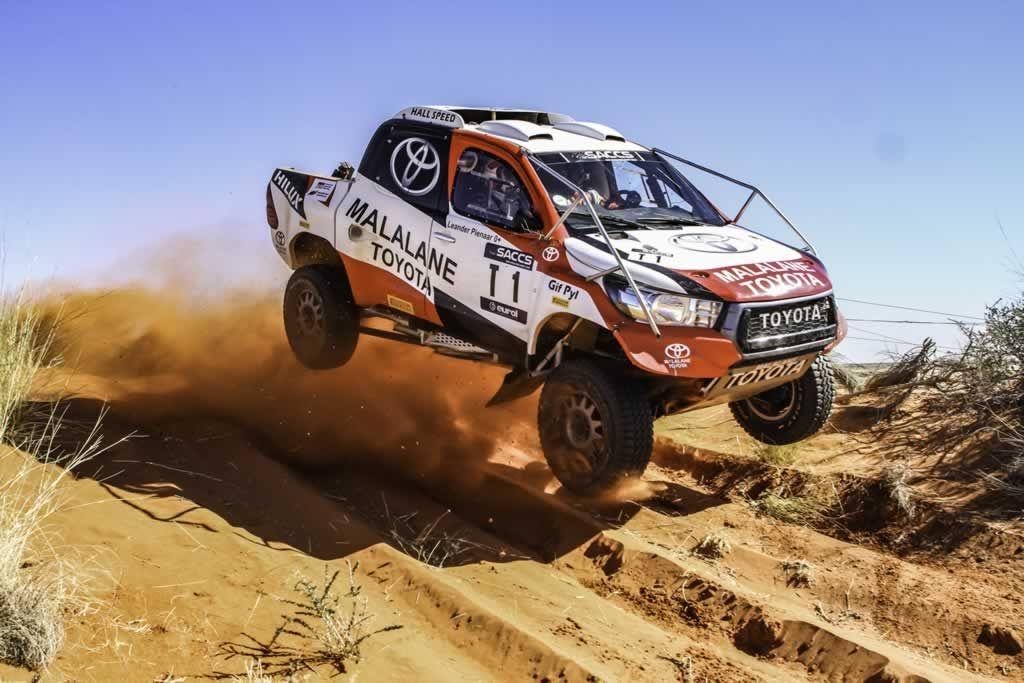 toyota_gifpyl_desert_race.jpg